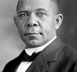 Difference between Booker T Washington and W.E.B. DuBois