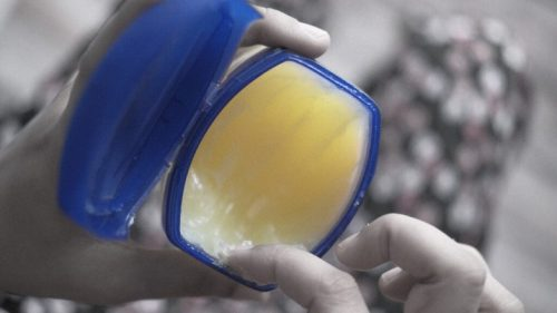 Difference Between Vaseline and Petroleum Jelly